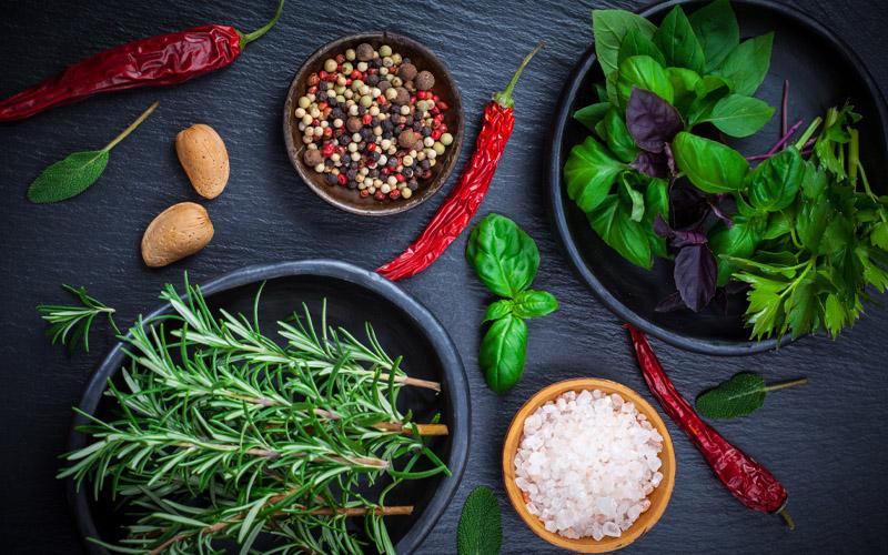 Réalisez vos propres sels aromatisés aux herbes