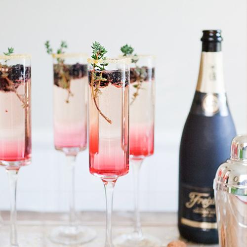 recettes de fêtes cocktail de champagne au thym et sirop de mûres