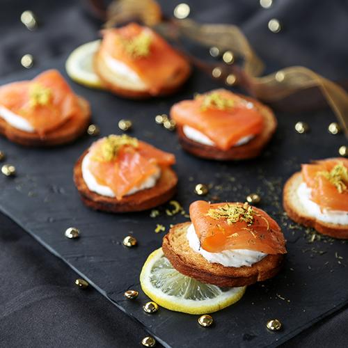 recette de fête toast de saumon gravlax à l'aneth et chantilly maison