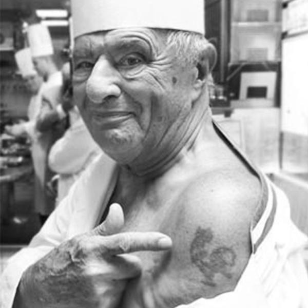 Paul Bocuse et son tatouage sur le bras